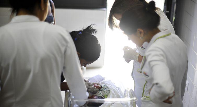 bebê, recém-nascido